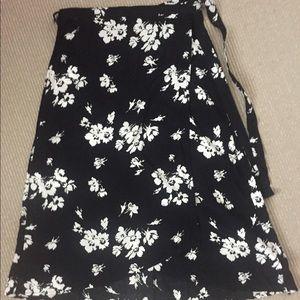 EUC Gap Black Floral Wrap Midi Skirt. Large Tall
